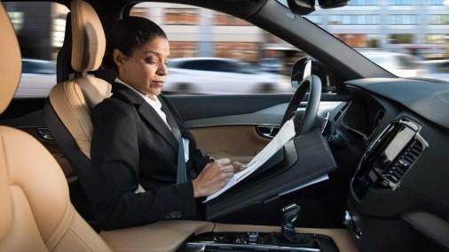 Se reduce la desconfianza  del público hacia los vehículos autónomos
