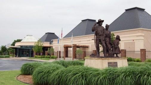 Cherokee Strip Regional Heritage Center to Host Lantern Tours