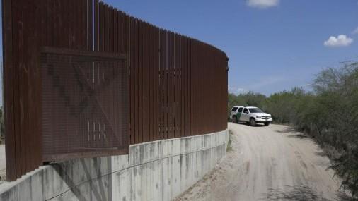 EEUU dispensa leyes para poner puertas en valla fronteriza