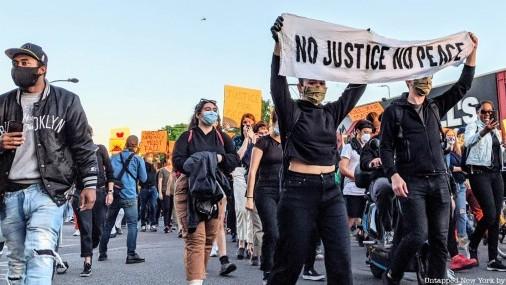 En Minneapolis, la ira por George Floyd se extiende más allá de la policía