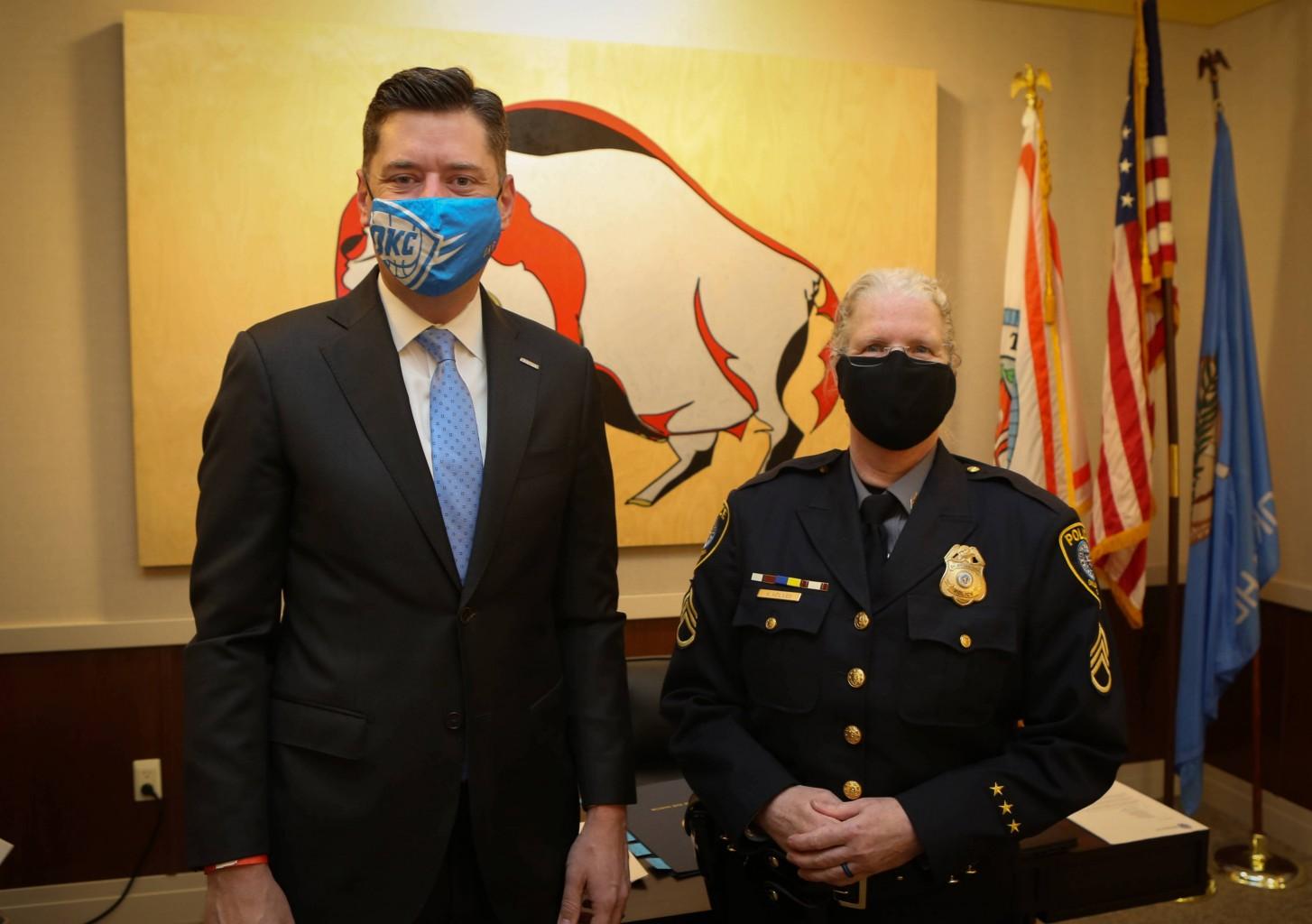 Empleado, Bomberos y oficial de Policía del Año honrados en la reunión del Concejo Municipal de Oklahoma