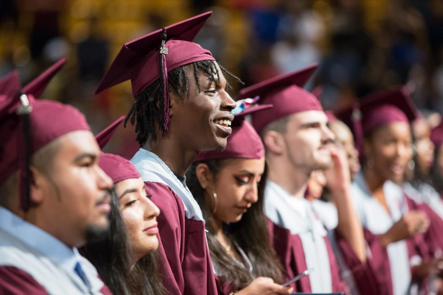 Escuelas Públicas de Tulsa celebran graduarse temprano