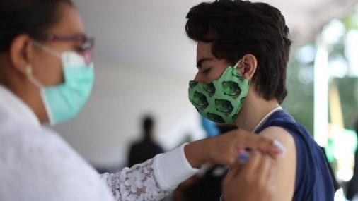 Enfoque juvenil de infecciones por COVID-19 en la tercera ola de México